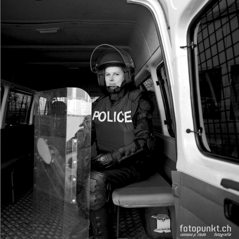 http://romanoriedo.ch/files/gimgs/11_police-woman-s-l.jpg
