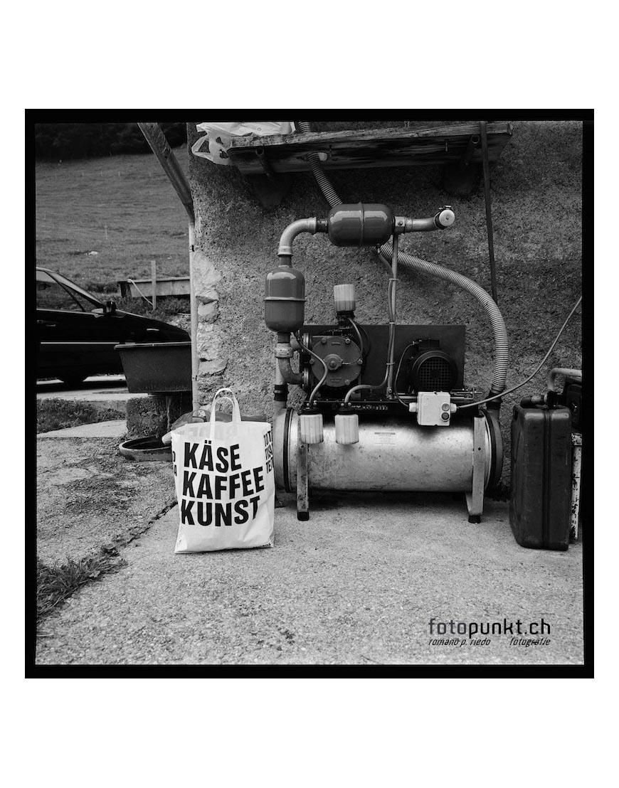 http://romanoriedo.ch/files/gimgs/16_kaese-kafee-kunst-stall-s.jpg