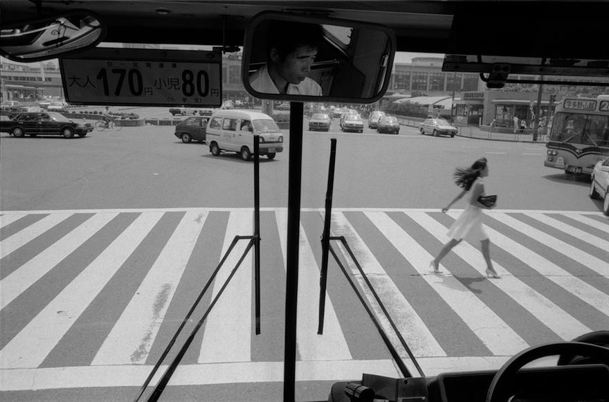 http://romanoriedo.ch/files/gimgs/16_kyoto-bus-woman-street-s.jpg