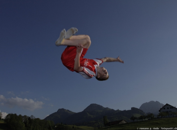 http://romanoriedo.ch/files/gimgs/19_trampolin-solo-0371.jpg