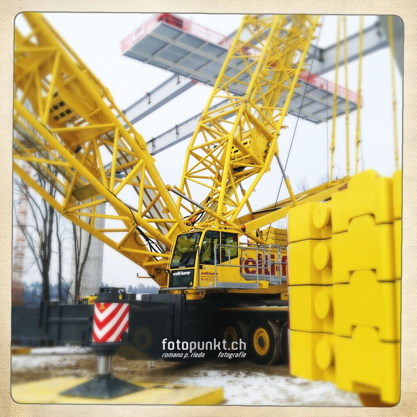 http://romanoriedo.ch/files/gimgs/22_camion-jaune-pont-poya1339-s-l.jpg