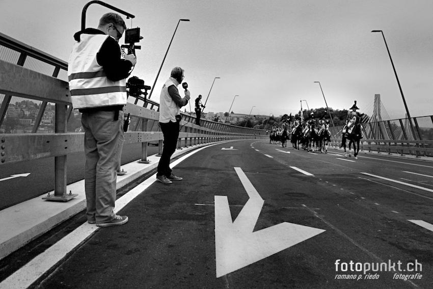 http://romanoriedo.ch/files/gimgs/22_pont-poya-medias-horses0470-sw-s-l.jpg