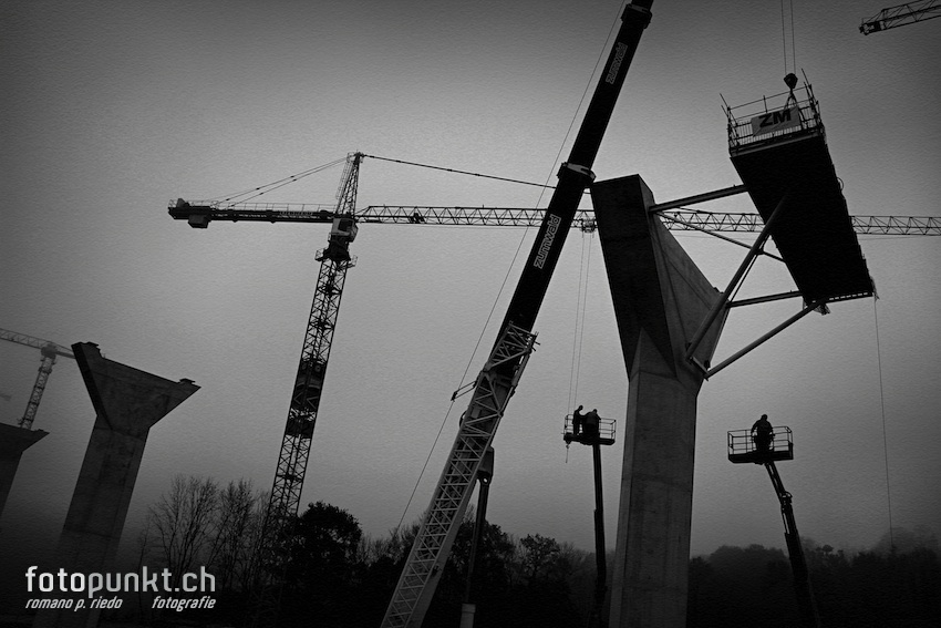 http://romanoriedo.ch/files/gimgs/22_pont-poya-pylone-workers8175-s-l.jpg
