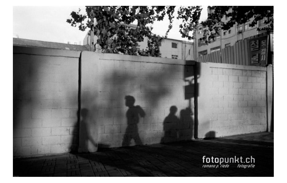 http://romanoriedo.ch/files/gimgs/6_busstations-shadow-seouls.jpg