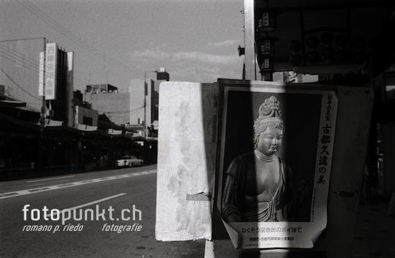 http://romanoriedo.ch/files/gimgs/6_kyoto-buddha-street-s.jpg