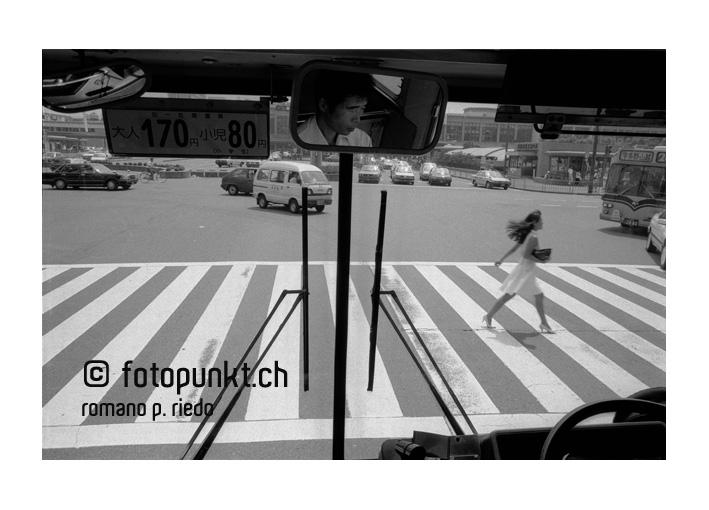 http://romanoriedo.ch/files/gimgs/6_kyoto-bus-woman-streets.jpg